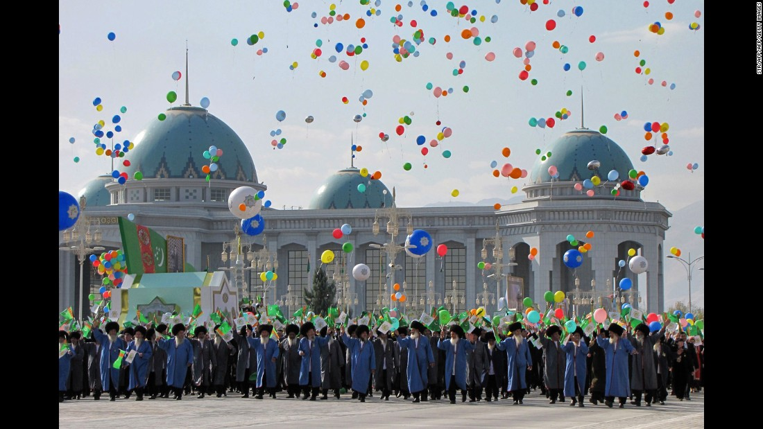"On October 27 Turkmenistan celebrates its Independence Day, marking the end of the Soviet era. Central to the festivities is an amnesty of selected criminals, while the population take to the streets in traditional clothing, including the ""telpek"", a large sheepskin hat.<br />"