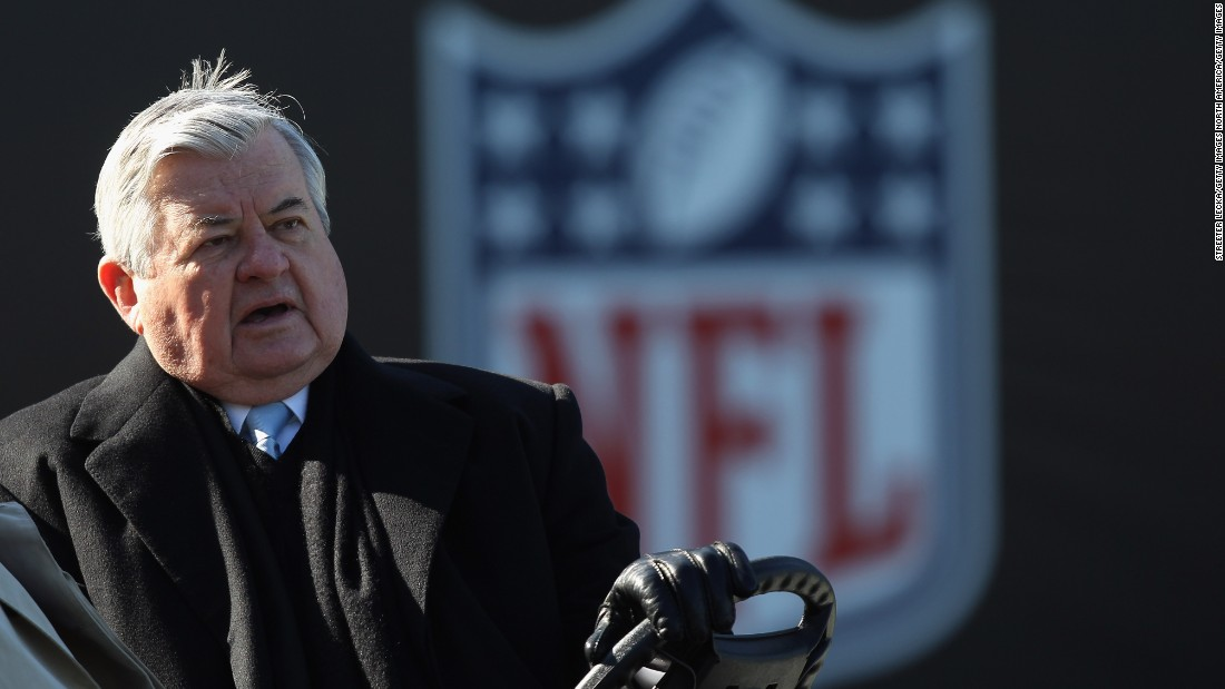 <strong>5:</strong> Jerry Richardson<br /><br /><strong>2015 Earnings:</strong> $30M<br /><br /><strong>Retired:</strong> 1960