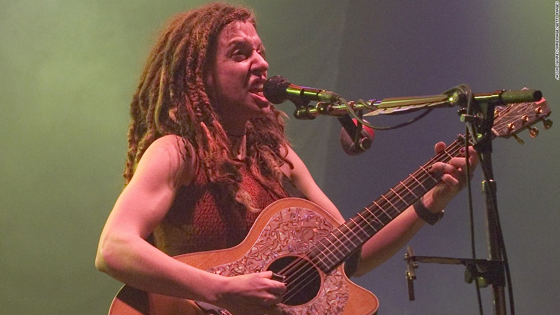 Singer Ani DiFranco is known for her natural, hippie style. DiFranco wore her hair in dreadlocks for many years but has gone back to a straight hairstyle lately.