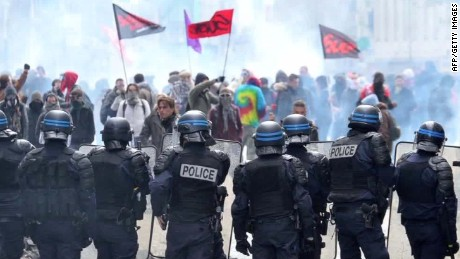 france.protests against reform howell pkg_00002314.jpg