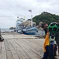 Preparing Trekker for Nang Yuan island