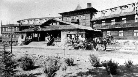 El Tovar, seen here circa 1908, was operated by the Fred Harvey Co. in conjunction with the Atchison, Topeka and Santa Fe Railway.