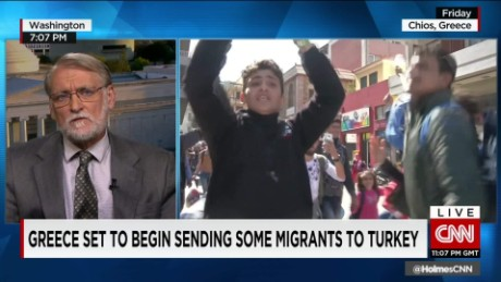 exp Greece prepares to send thousands of migrants back to Turkey_00045924