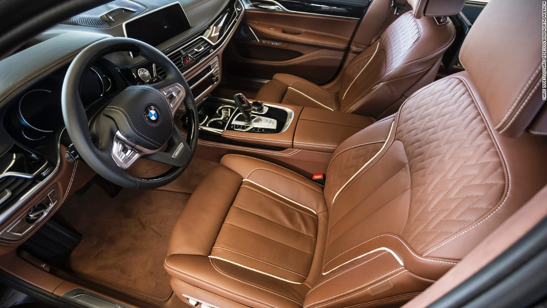 The luxe interior of the 7 Series just helped it take home the coveted 2016 World Luxury Car Award at the New York International Auto Show. It is equally alluring for driver and passenger.