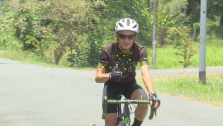 cnnee pkg djenane villanueva campeon bicicleta mundial triatlon _00010201