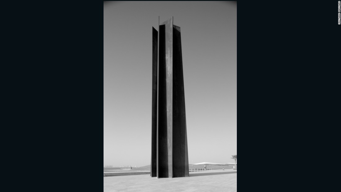 Richard Serra, 7, 2011, Steel, Seven plates, each: 24.4 m x 2.4 m x 10.2 cm, Installation in Museum of Islamic Art Park, Doha, Qatar