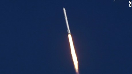 spacex falcons rocket launch cape canaveral_00005816.jpg