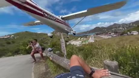 cnnee vo este avión realmente vuela muy bajo Saint Barthelemy_00001004