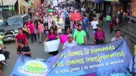 cnnee pkg rey rodriguez caravana por la paz _00002228
