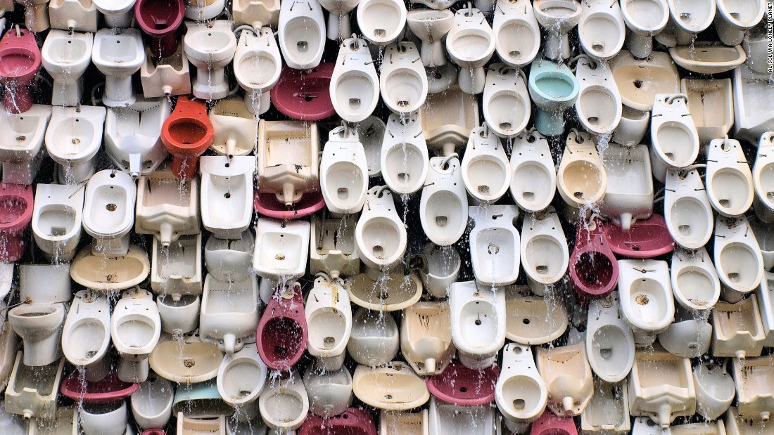 "This flushing fountain made of 10,000 toilets celebrates Foshan's role as the ceramic capital of the world. It's the work of Chinese artist Shu Yong. (Picture credit: <a href=""https://500px.com/"" target=""_blank"">500px</a>)"