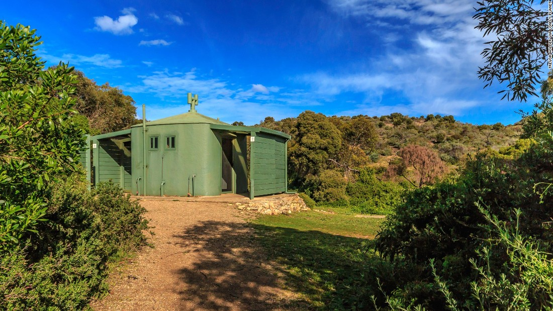 "This bushland eco-toilet serves the surfers and anglers using Waitpinga Beach on Australia's Fleurieu Peninsula. (Picture credit: <a href=""https://500px.com/"" target=""_blank"">500px</a>)"