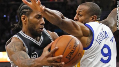 Forward Kawhi Leonard (left) leads the San Antonio Spurs with 21.2 points per game.