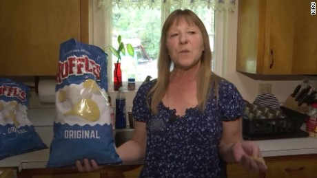 woman finds tumor eating chips_00000506