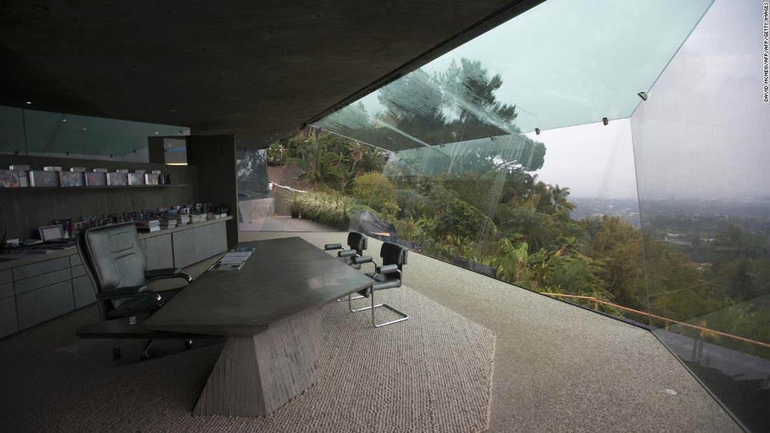 Goldstein's office is part of an extension to the original home, built on the lot next door where another Lautner house once stood. The house was torn down with the architect's blessing.