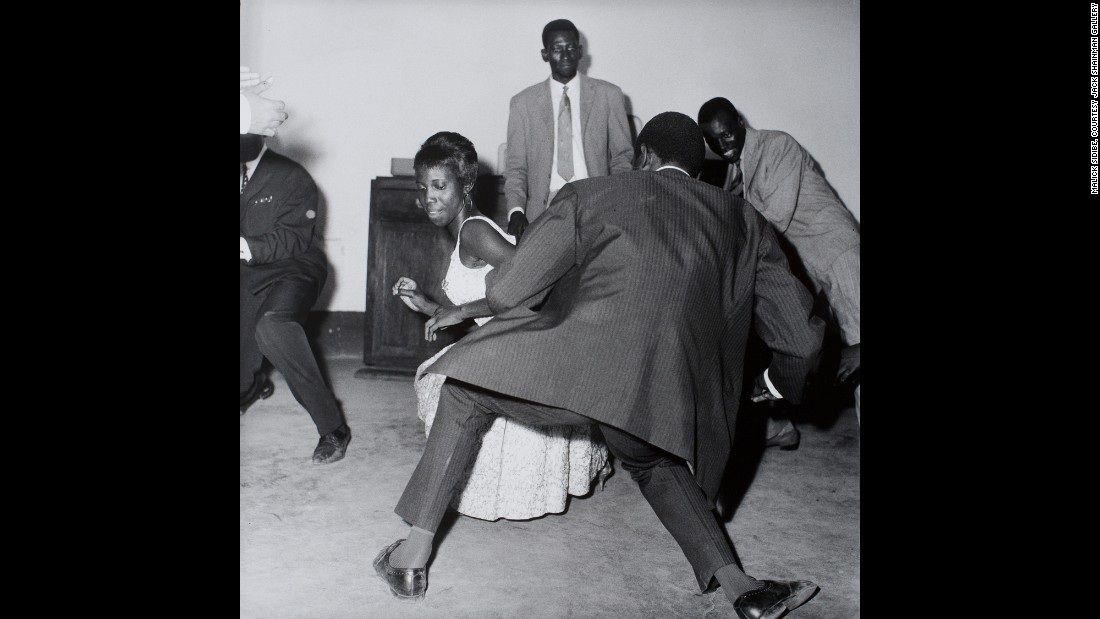 Sidibe's photographs images were often candid, taken not only in the clubs, but the streets as well during the 1950s, '60s, and '70s.<br />