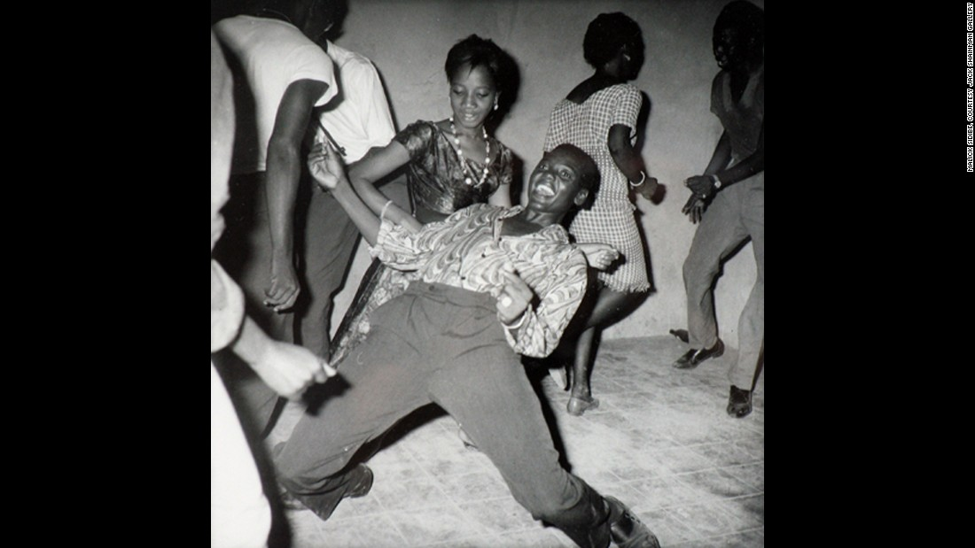 Sidibe got his break working in the studio for society photographer Gerard Guillat. He spent his nights going to clubs and photographing the revelers with his Brownie camera.