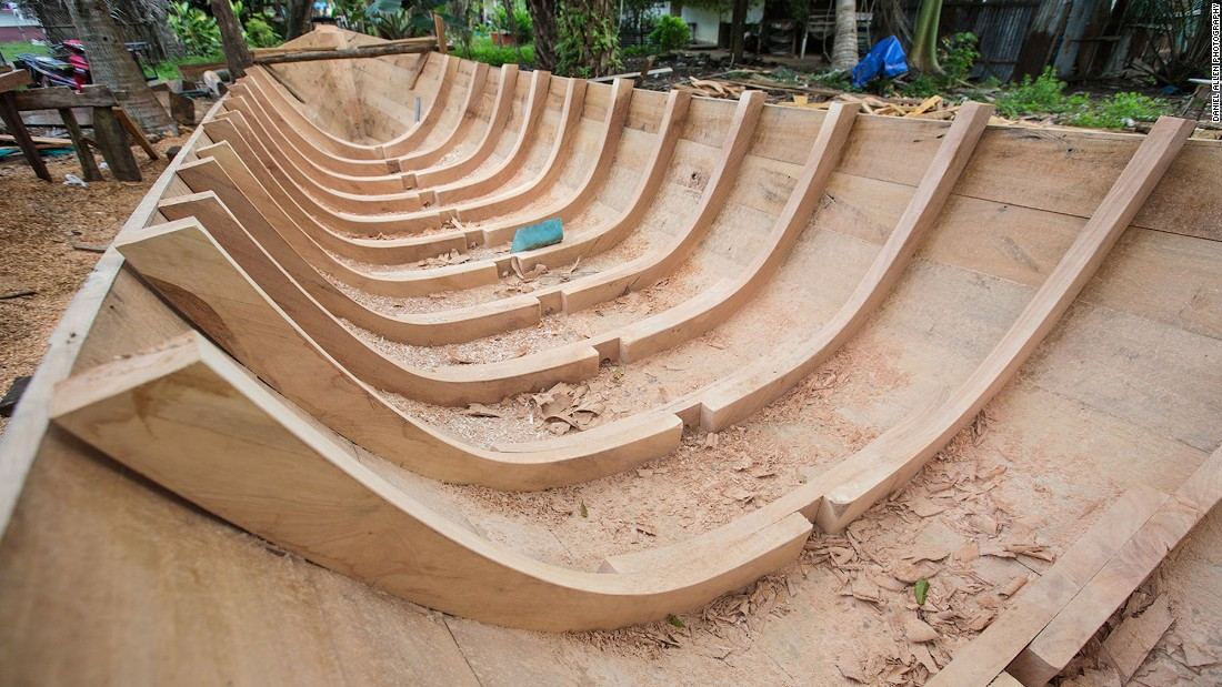 A boat such as this will typically take up to two months to build if worked on by three or four people. When it comes to long-tail construction the hardwoods of choice are merawan and meranti.