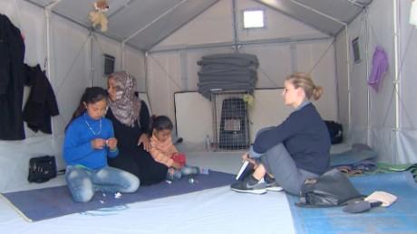 cnnee pkg hala gorani migrantes campamento visita papa francisco_00005513
