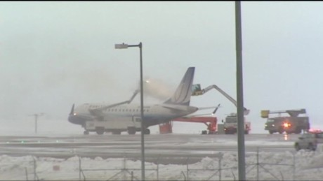 Denver spring snow cancels flights