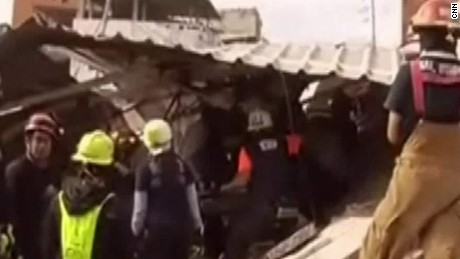 Rescuers young girl collapsed building ecuador romo nr_00001005.jpg