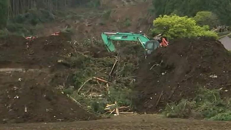 Crews race to find quake survivors in Japan