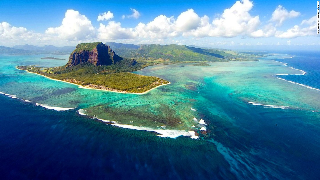 Underwater waterfall and 12 other Mauritius must-sees