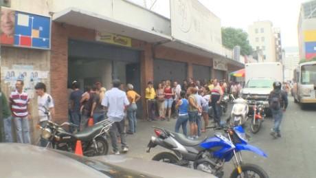 cnnee pkg osmary ecuador terremoto venezuela envia ayuda pese a escasez_00021021