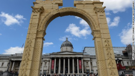 Palmyra's ancient Triumphal Arch resurrected in London's Trafalgar Square