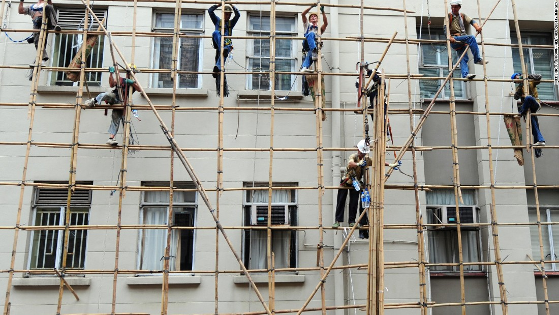 Workers need their hands to be free during the bamboo building process, so they must learn to straddle the poles firmly.
