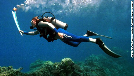 Wendy Craig-Duncan, a marine-biologist on Australia's Great Barrier Reef, took the torch underwater on its journey to Sydney in 2000.
