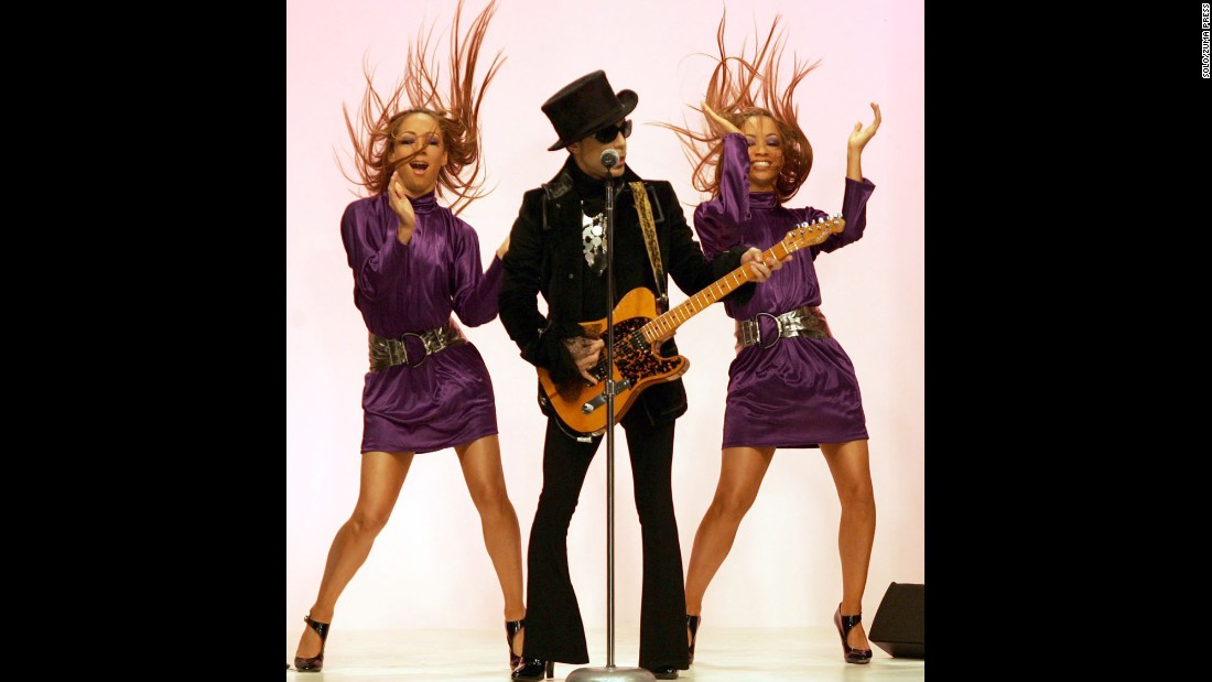 Prince performs on the runway at the spring/summer 2008 collection fashion show by Matthew Williamson during London Fashion Week in September 2007.