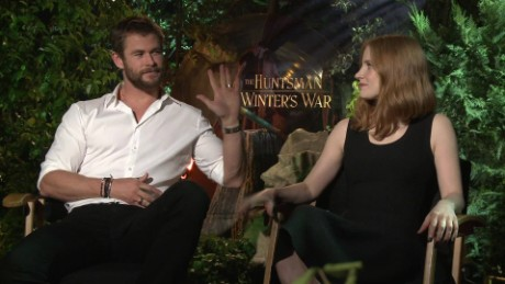 huntsman winters war chris hemsworth jessica chastain_00011816