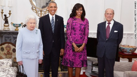 Britain's Queen Elizabeth II, US President Barack Obama, US First Lady Michelle Obama and Prince Philip, Duke of Edinburgh, pose for a photograph in the Oak Room ahead of a private lunch at Windsor Castle in Windsor, southern England, on April, 22, 2016.