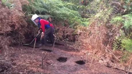 cnnee pkg digital victimas victimarios desentierran las minas para crear paz colombia _00021018
