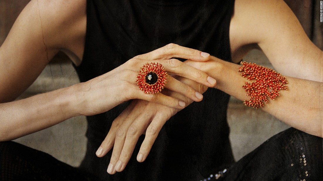 Her jewelry is often in the shape of fruits and marine plants. The grape rings and entwined coral bracelets are a must-have for chic Milanese women.
