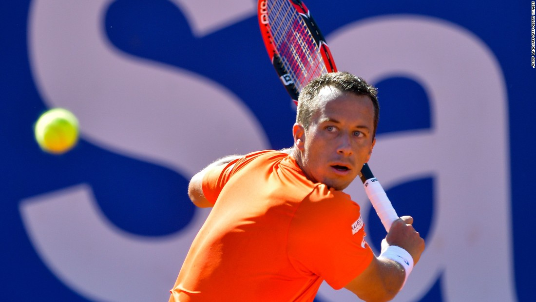 Kohlschreiber returns the ball during the Barcelona Open semifinal.