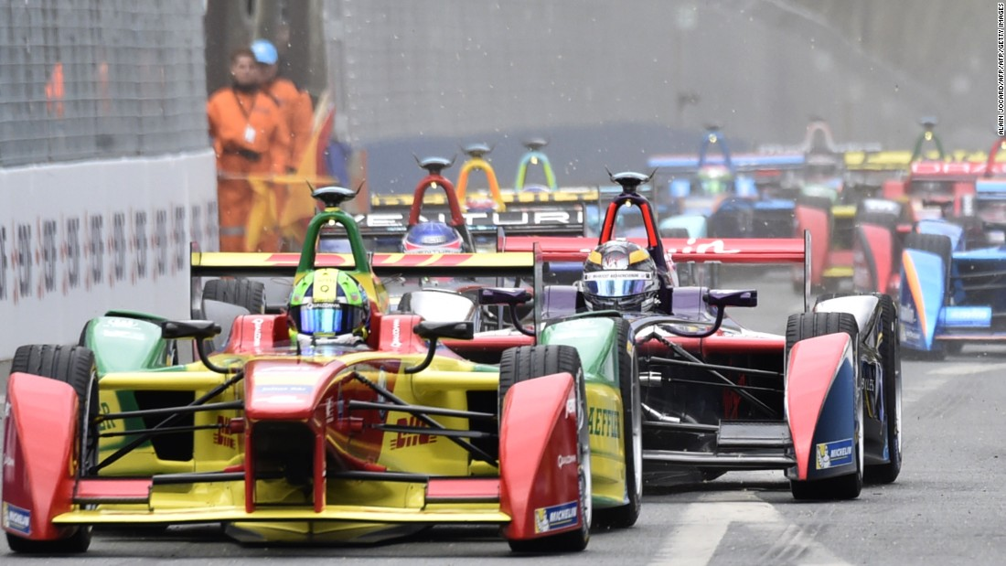 Lucas di Grassi leads the way in the Paris ePrix.