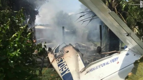 florida plane crashes into house neighbors help pkg_00002526