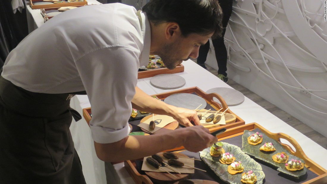 "Peruvian super chef Virgilio Martinez of Lima restaurant Central was among the top chefs to join Manila's ""six-hands dinner."""