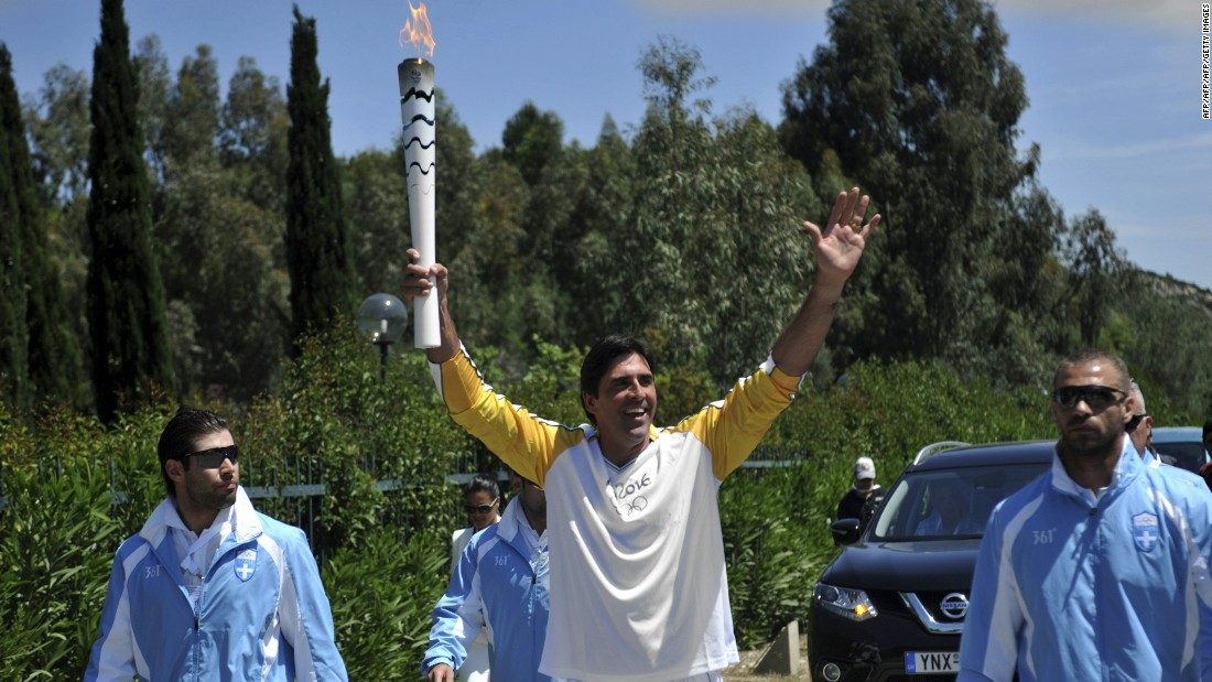 Gávio is a former volleyball star and became the first Brazilian athlete to carry the torch. He stands at nearly 2 meters tall and took home the gold medal from Barcelona 1992 and Athens 2004 Olympics.