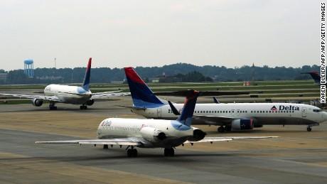 Delta Airlines jets arrive and depart at Atlanta-Hartsfield International Airport in Atlanta , Georgia on September 12, 2009. AFP PHOTO/Karen BLEIER (Photo credit should read KAREN BLEIER/AFP/Getty Images)