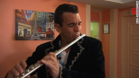 cnnee pkg marbella valdes flauta fusion de generos musicales _00020309