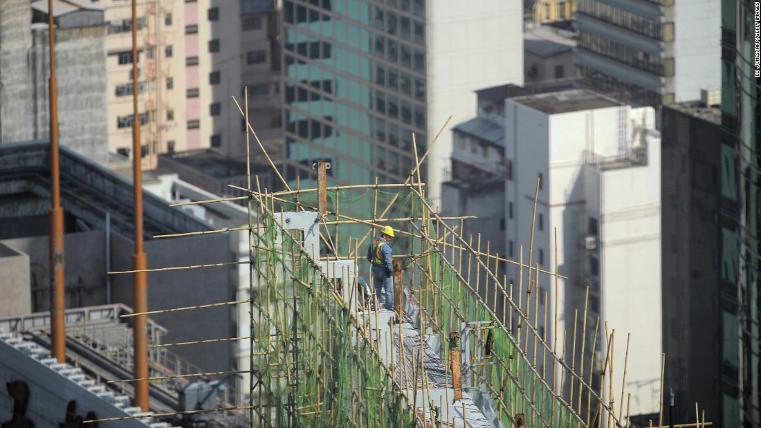 A scaffolder works an average of six to eight hours a day.