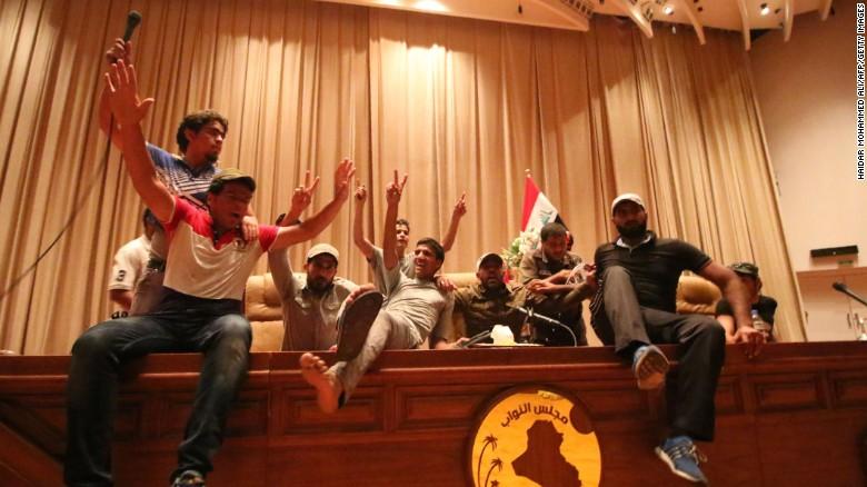 Iraqi protesters overrun green zone