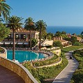 Pelican-Hill-Promenade-and-pool