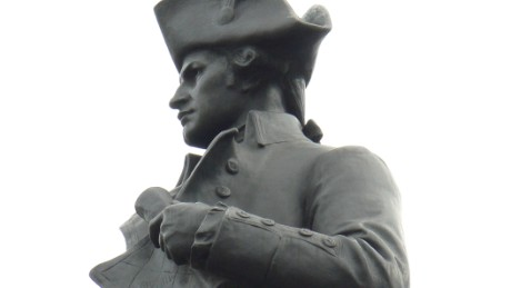 Statue of Captain James Cook at Admiralty Arch, London.