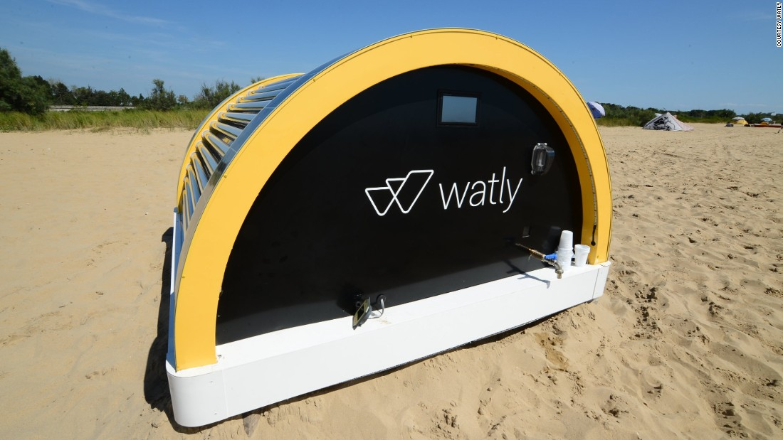 The Watly machine, created by an Italian-Spanish startup, works by capturing solar energy through photovoltaic panels which is then converted into electricity through an internal battery.