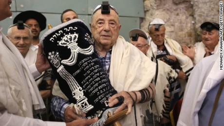 Holocaust survivors celebrate bar mitzvahs decades late