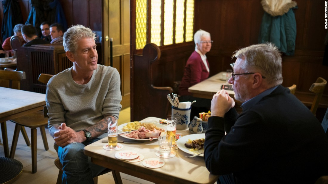 Bourdain partakes in a series of petite glasses of Kölsch pale ale, the city's signature brew, with lifelong Cologne resident Heinz Grüne at Malzmühle brewhouse.