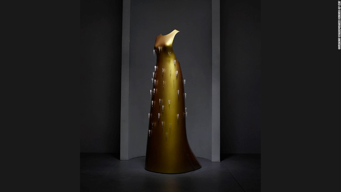 """Kaikoku"" Floating Dress, Hussein Chalayan, Autumn-Winter 2011/12 prêt-à-porter collection."